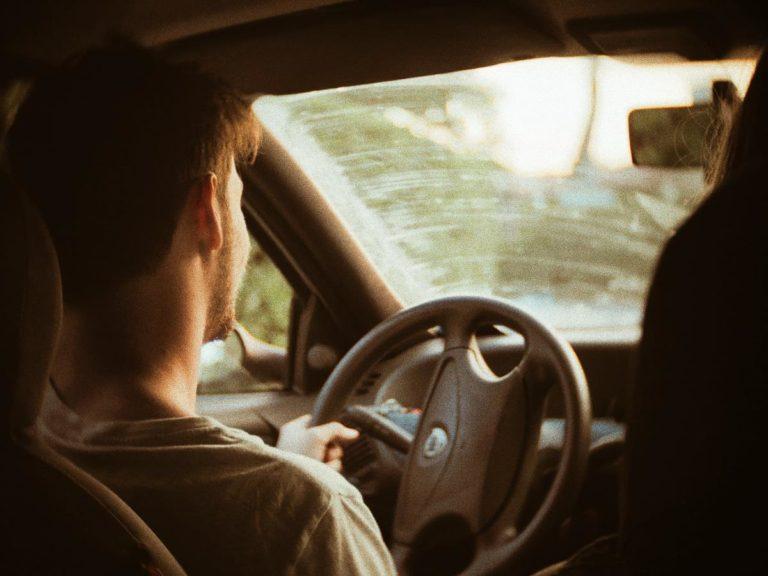 Jak wybrać skuteczny ośrodek szkolenia kierowców?