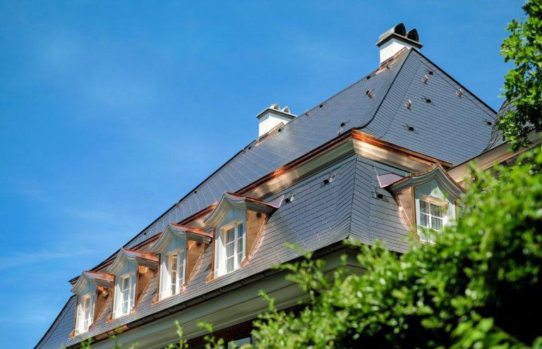 Odpowiednia konserwacja dachu daje spokój na wiele lat.