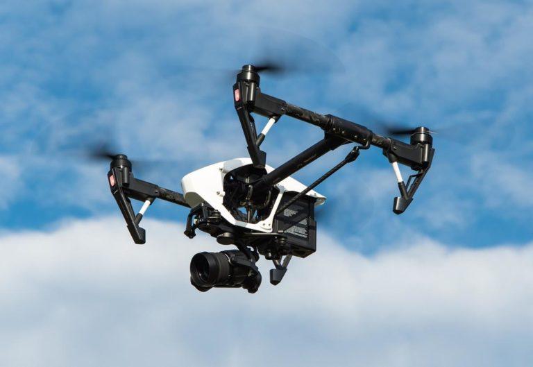 Funkcjonalne gadżety do Twojego drona